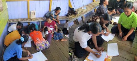 Lokakarya sketsa pola tenun baru bersama perajin Sintang. Dokumentasi: Sari Wulandari.